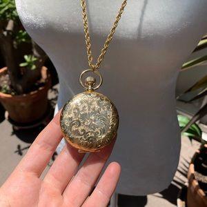 ✨NEW✨Vintage Estee Lauder Compact Locket Necklace